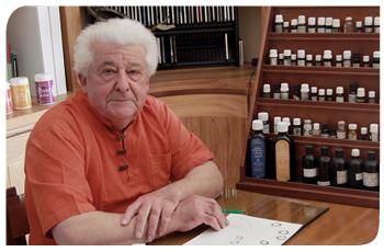 Luc Grossin, aromathérapeute, a créé la société Salvia pour fabriquer et commercialiser des soins et compléments alimentaires naturels à base d'huile essentielles biologiques.