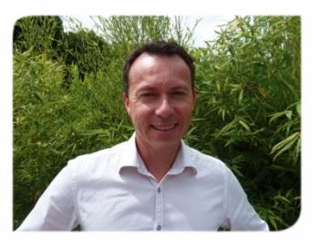 Paul Grossin, dirigeant de Salvia, commercialise compléments alimentaires et soins naturels à base d'huiles essentielles mis au point par son père aromathérapeute plusieurs années auparavant.